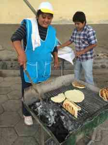 Tortillas y empanadas de queso en Cachi